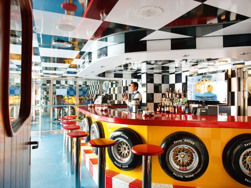 Bar Scuderia du bateau de croisière Costa Pacifica