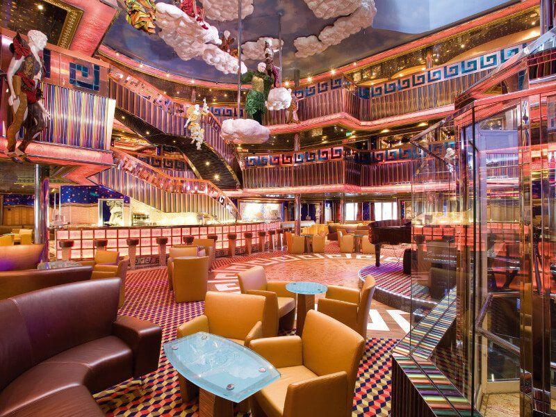 Hall du bateau de croisière Costa Serena