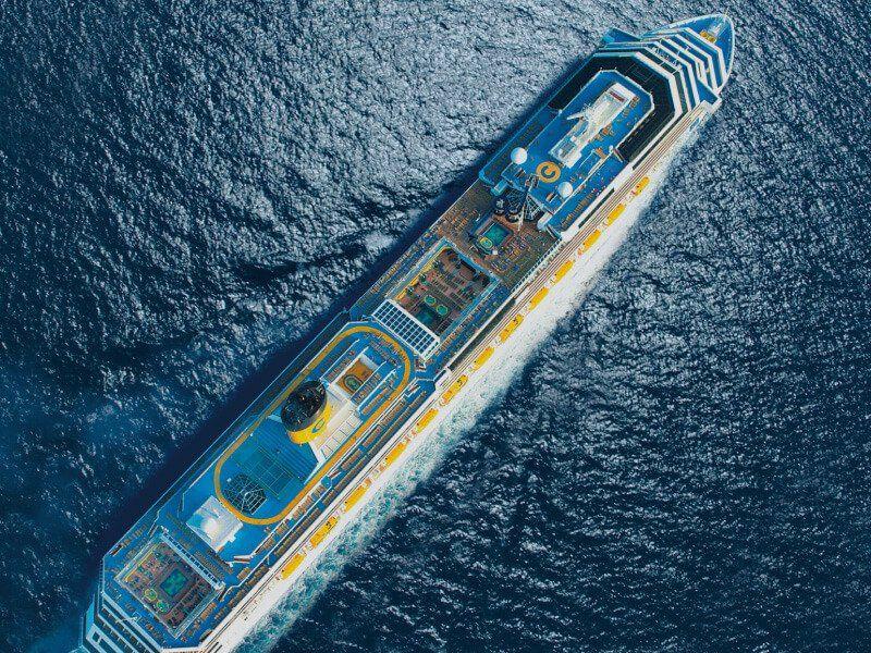 Vue aérienne du bateau de croisière Costa Serena