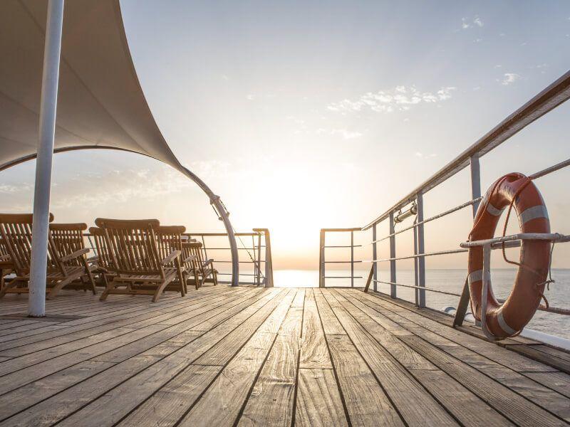 observation du Coucher de soleil à bord du bateau de croisière Club Med 2