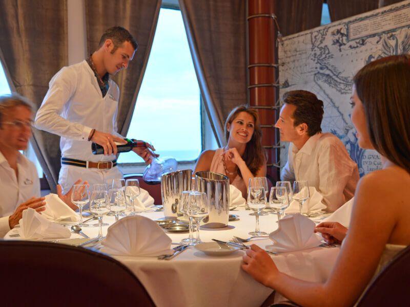 Repas à bord du bateau de croisière Club Med 2