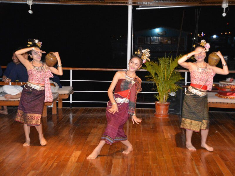 SPECTACLE-RV-CHAMPA-PANDAW