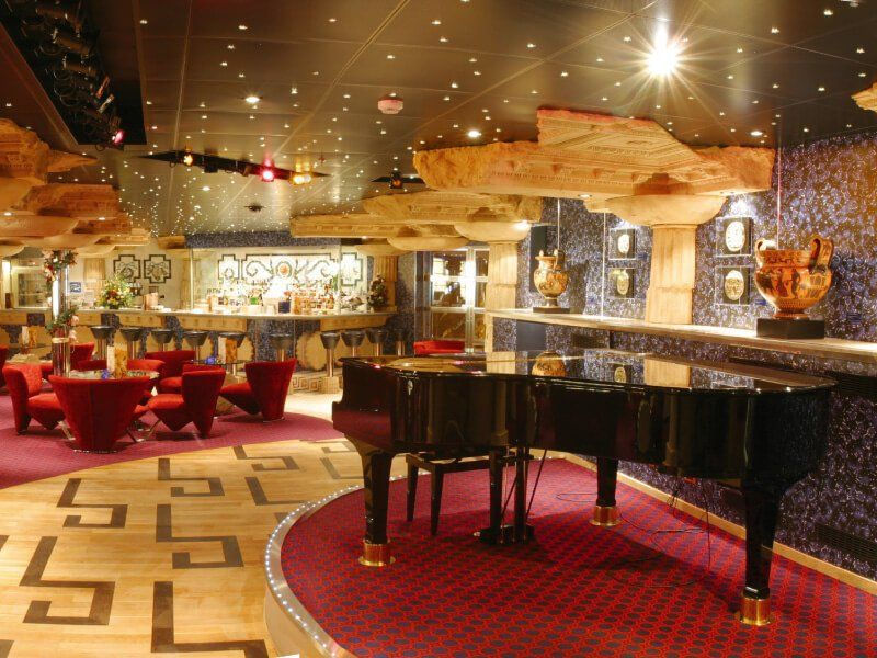Piano bar du bateau de croisière Costa Magica
