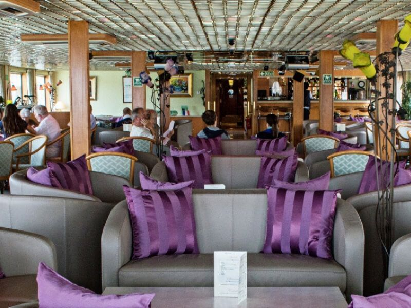 Salon bar du bateau MS La Belle de Cadix