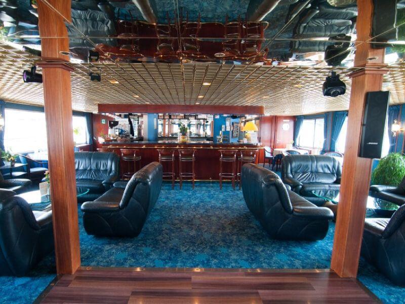 Salon bar du bateau MS Monet
