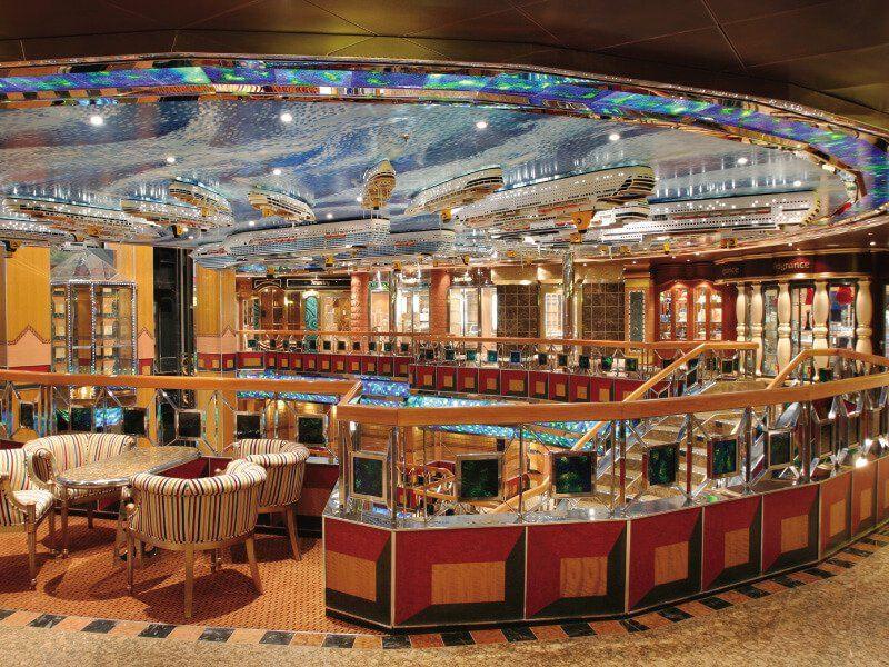 Hall du bateau de croisière Costa Fortuna