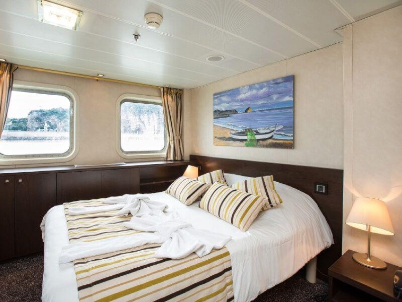 Cabine grand lit du bateau MS Vivaldi
