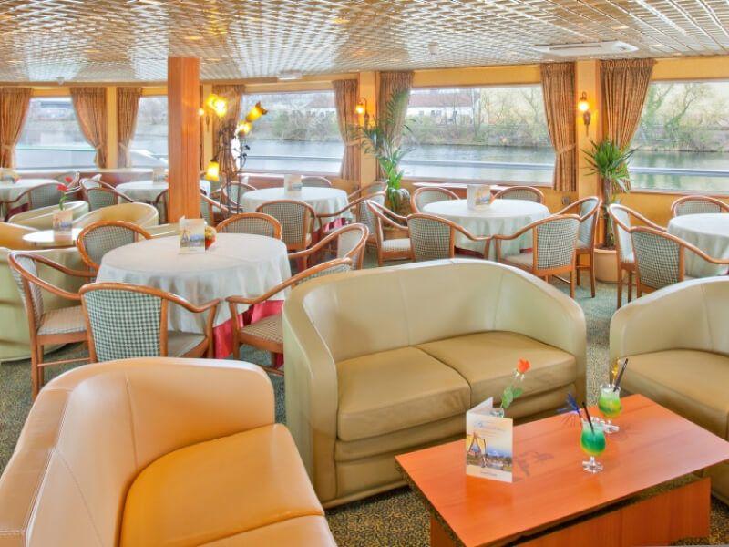 Salon bar du bateau MS Léonard de Vinci