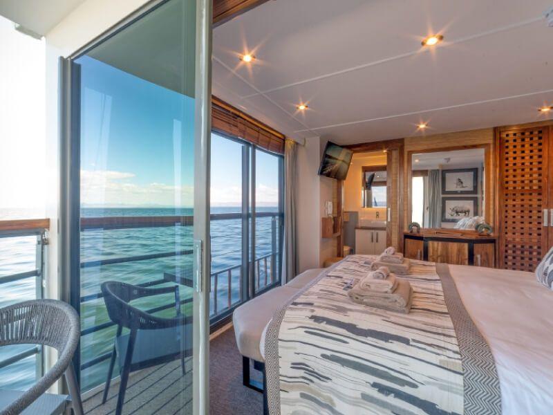 Cabine vue vers extérieure du bateau RV African Dream