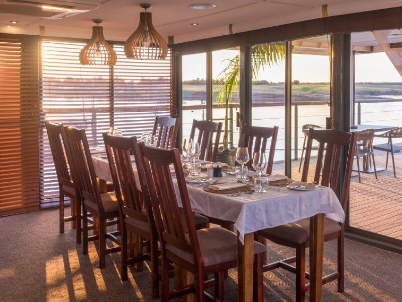 Restaurant du bateau RV African Dream