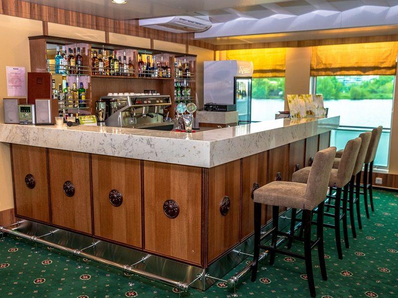 Panorama bar et salon musicale à bord du Ms Kronstadt