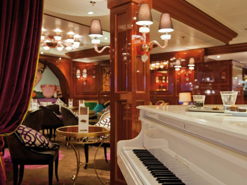 Piano bar du bateau de croisière Costa NeoRomantica