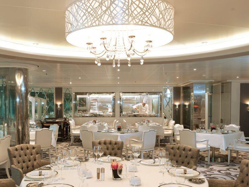 Restaurant cuisine ouverte du bateau de croisière Costa NeoRomantica