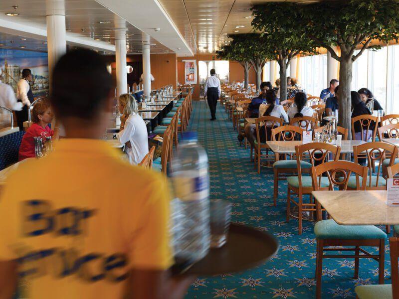 Buffet à bord du navire de croisière Costa Neoriviera