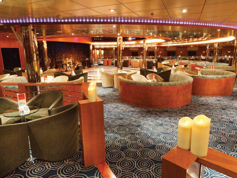 Lounge Bar du navire de croisière Costa Neoriviera