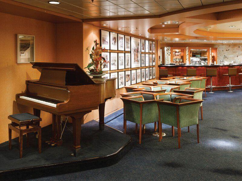 Piano Bar du navire de croisière Costa Neoriviera