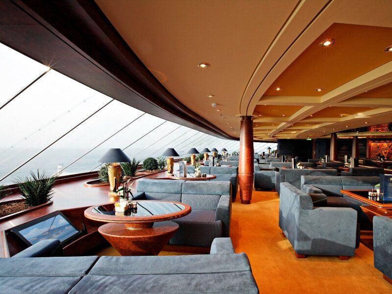 Vue panoramique depuis un des bars du bateau de croisière MSC Splendida