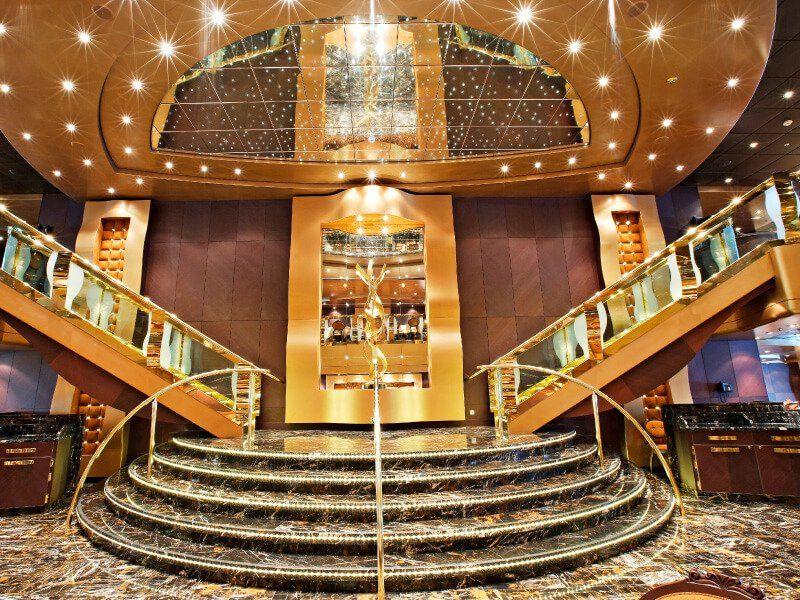 Hall du bateau de croisière MSC Splendida