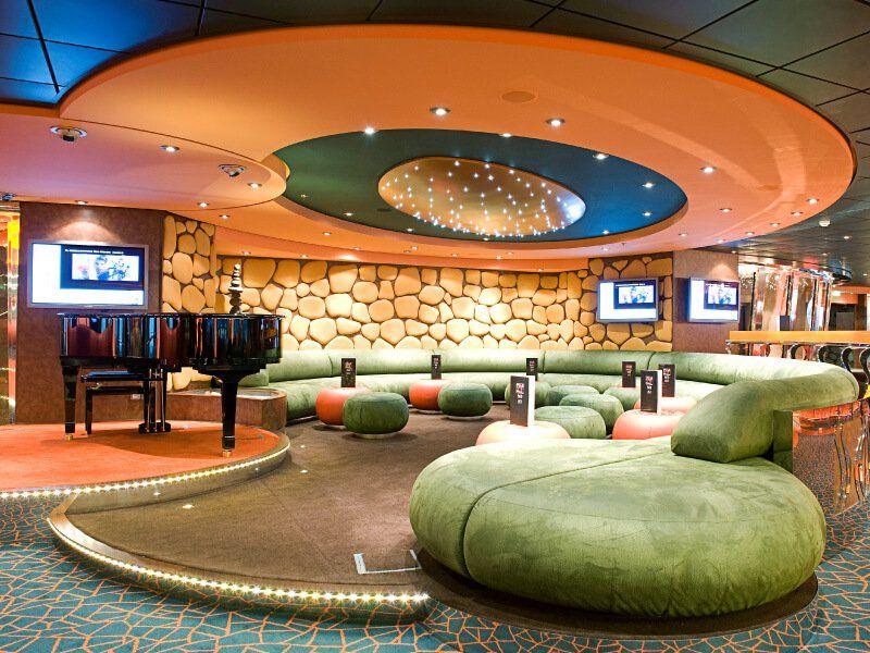 Le fameux Piano Bar du bateau de croisière MSC Fantasia