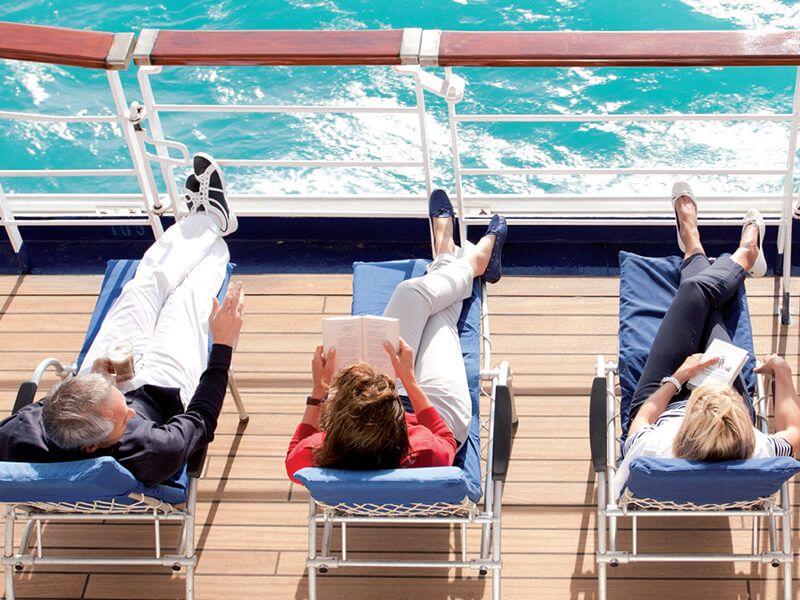 Détendez-vous en prenant un bon bain de soleil à bord du Jules Verne