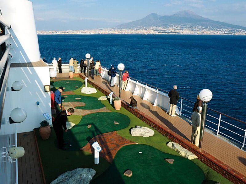 Mini Golf du bateau de croisière MSC Musica