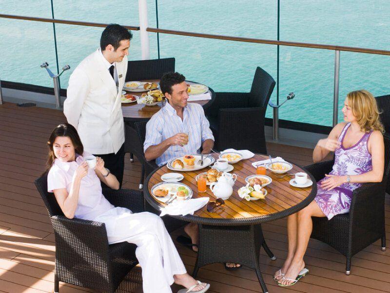 Petit déjeuner au Solarium du bateau de croisière MSC Musica