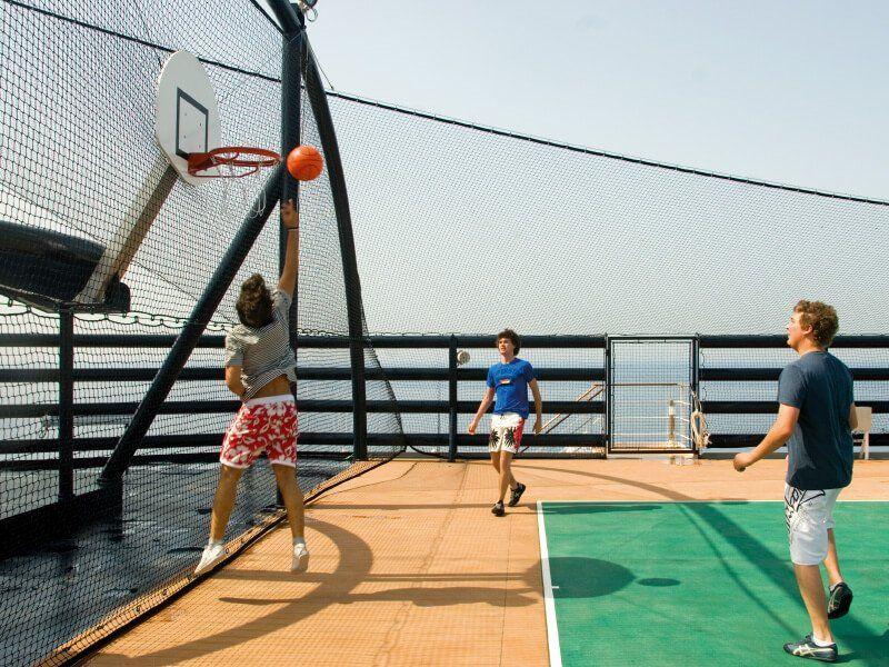 Terrain de sport du bateau de croisière MSC Musica