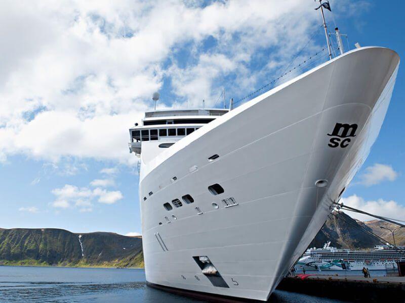 Vue de face du bateau de croisière MSC Opera