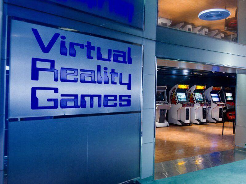 Une salle de jeux vidéos à bord du bateau de croisière Costa Lirica