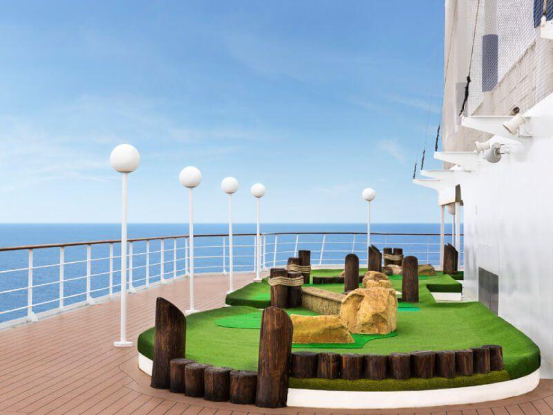 Terrain de mini golf du bateau de croisière MSC Armonia
