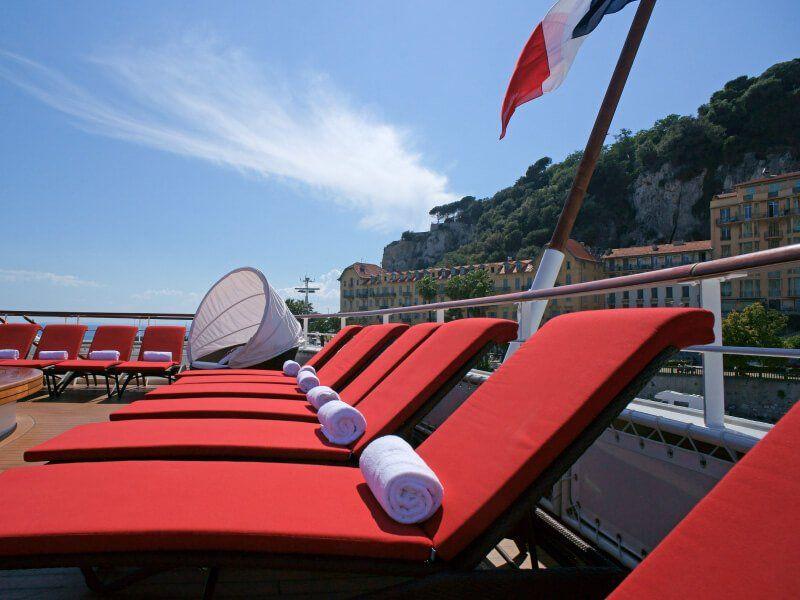 Transat sur la terrasse du bateau de croisière Le Boréal