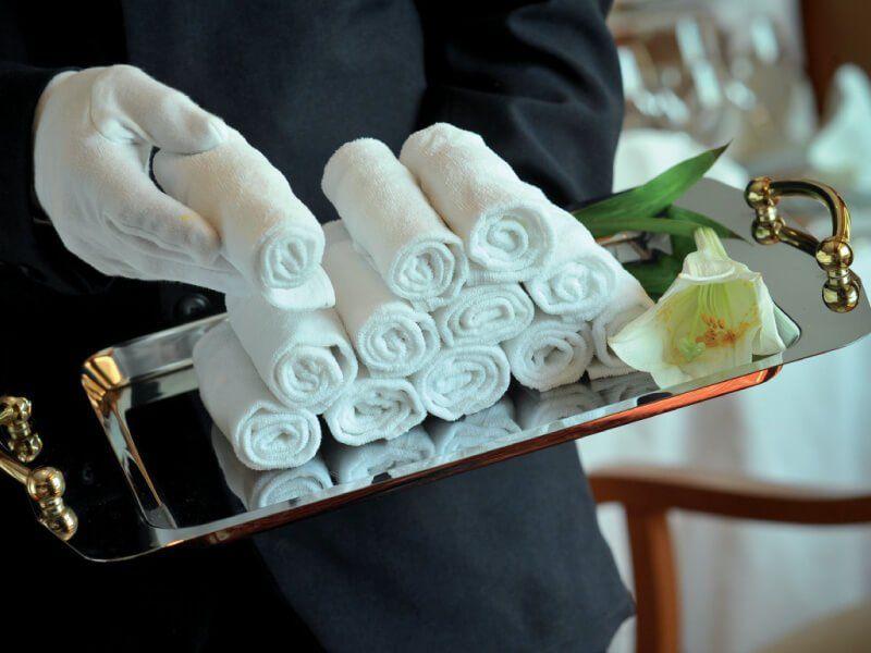 Service haut de gamme à bord du bateau de croisière l'Austral de la compagnie de luxe Ponant