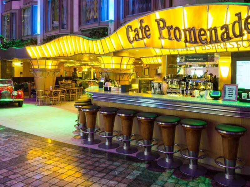Café Promenade du bateau de croisière Adventure of the Seas