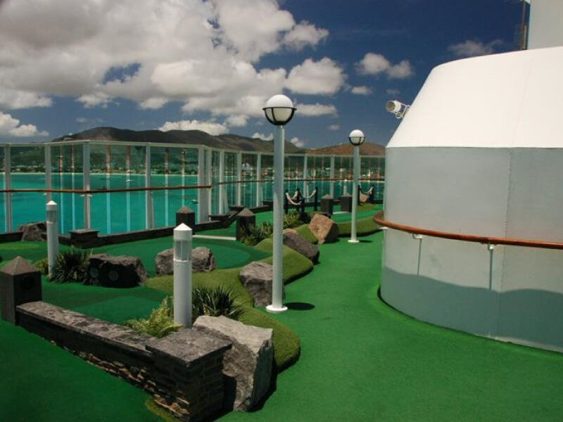 Mini-Golf-Explorer-of-the-Seas