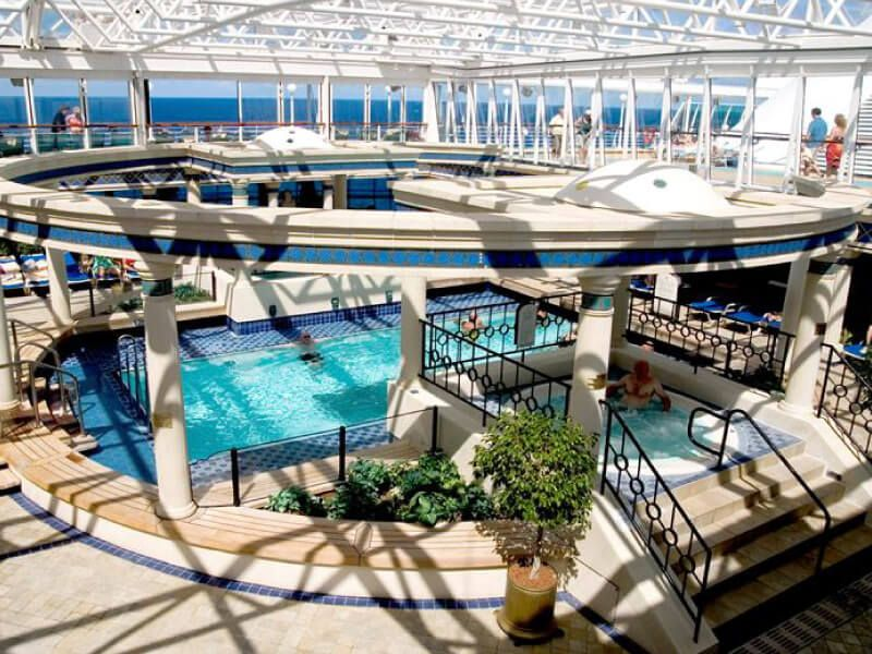 Piscine-Interieure-Explorer-of-the-Seas