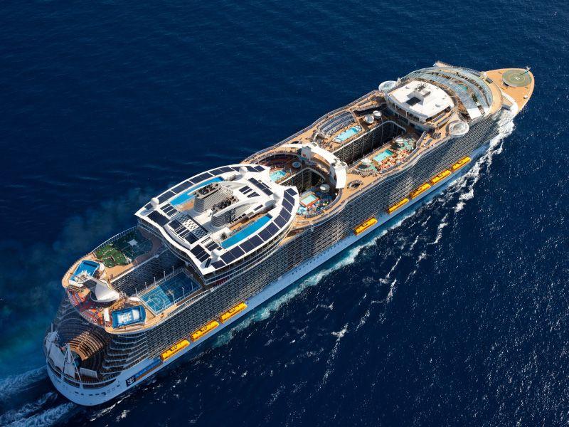 Vue Drone du bateau de croisière Allure of the Seas