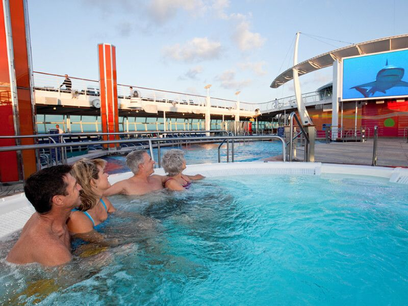Jacuzzi-Freedom-Of-the-Seas