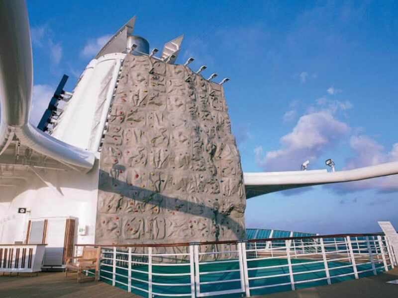 Mur-Escalade-Jewel-of-the-Seas