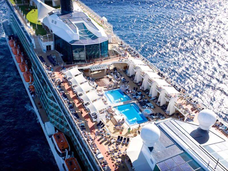 Vue aérienne du bateau de croisière Celebrity Solstice