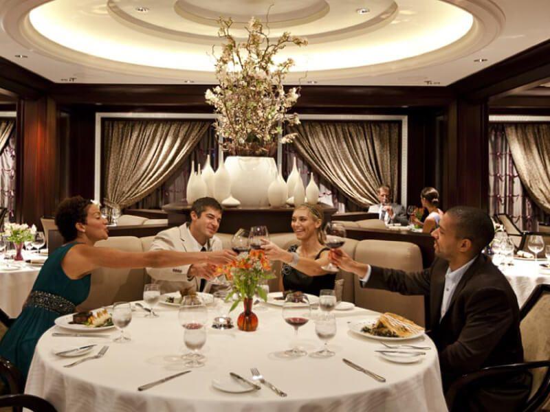 Restaurant moderne du bateau de croisière Celebrity Solstice
