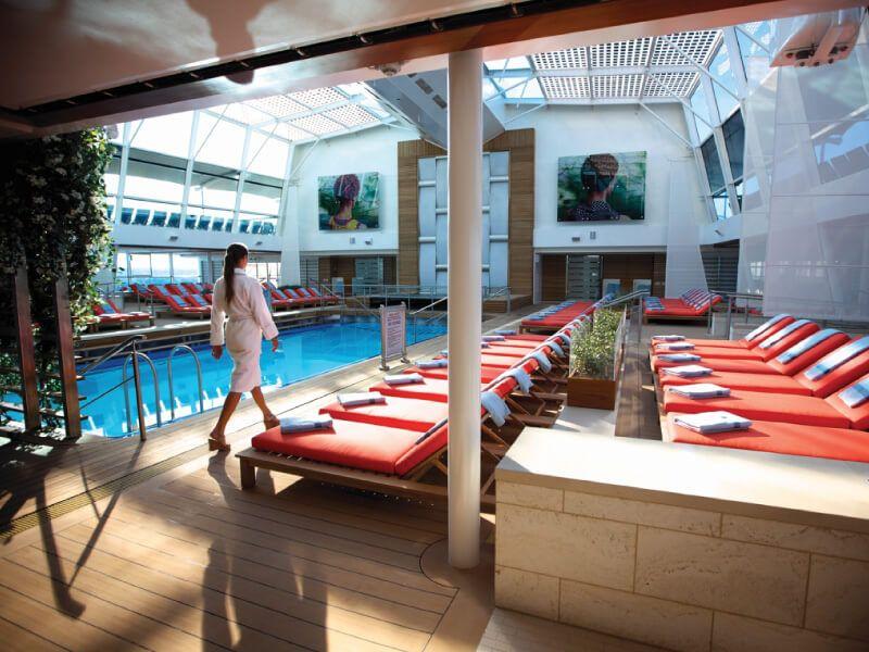 Pont piscine du bateau de croisière Celebrity Silhouette