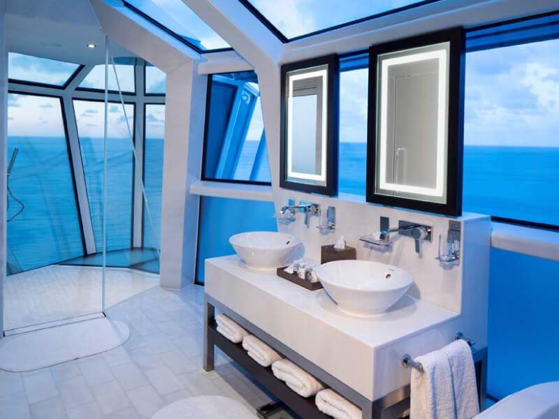 Salle de bain pour un moment de détente à bord du bateau de croisière Celebrity Reflection