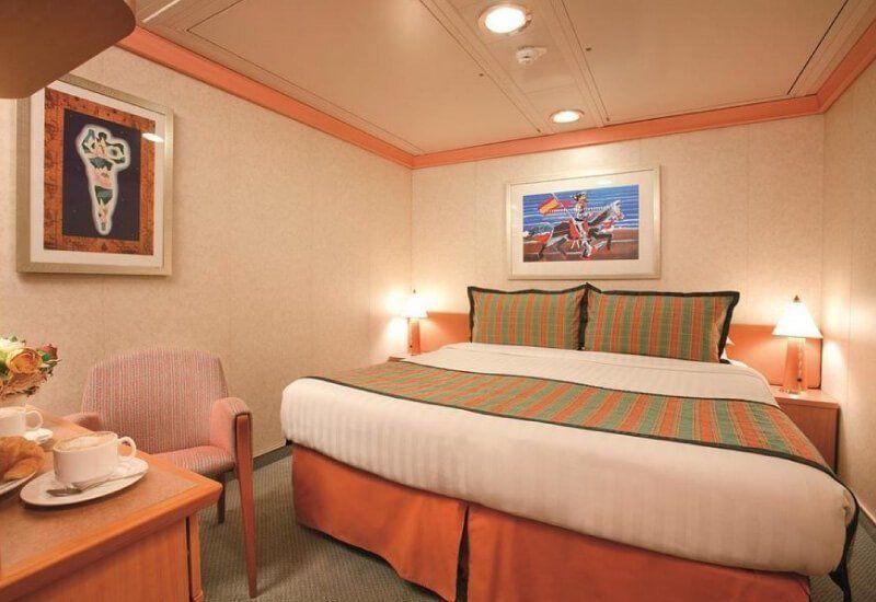 Cabine intérieure du bateau de croisière Costa Diadema