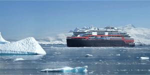 Le MS Roald Amundsen est le nouveau bateau hybride, témoin de l'engagement responsable d'Hurtigruten