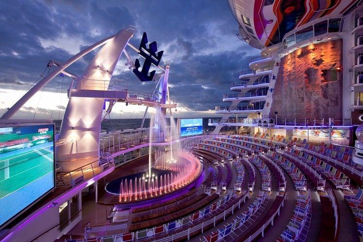 L'aqua Theater propose l'un des plus beaux spectacles en croisière à découvrir cette année
